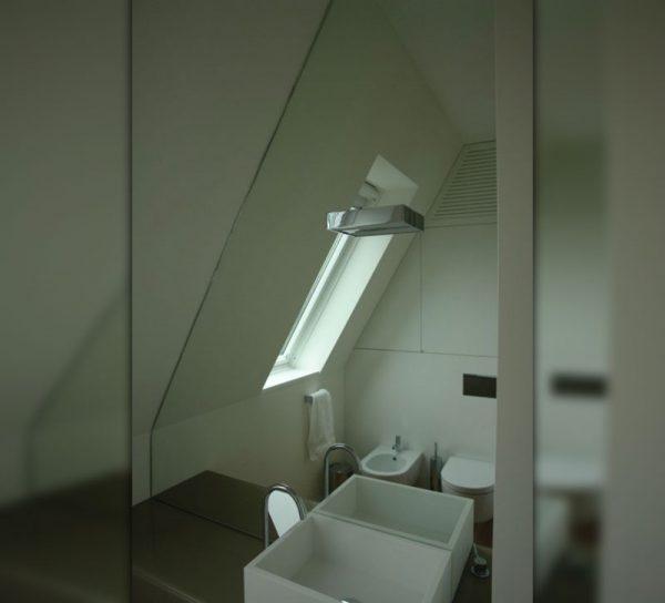 bad-spiegel-wandspiegel-modern-waschbecken-dachschraege