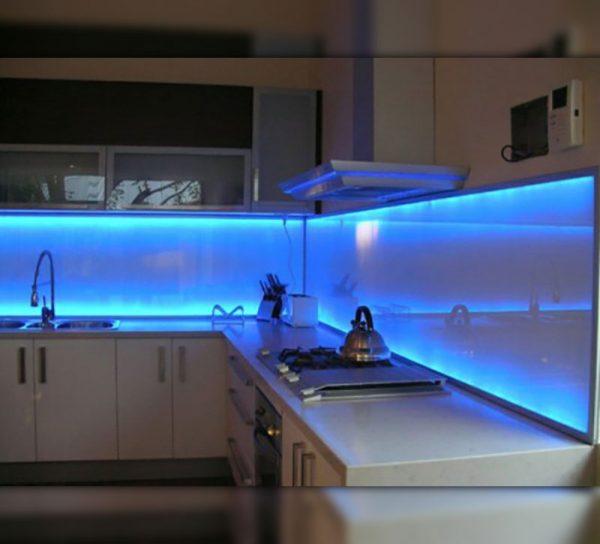Led Beleuchtung Licht Glas Kueche Spritzschutz ...