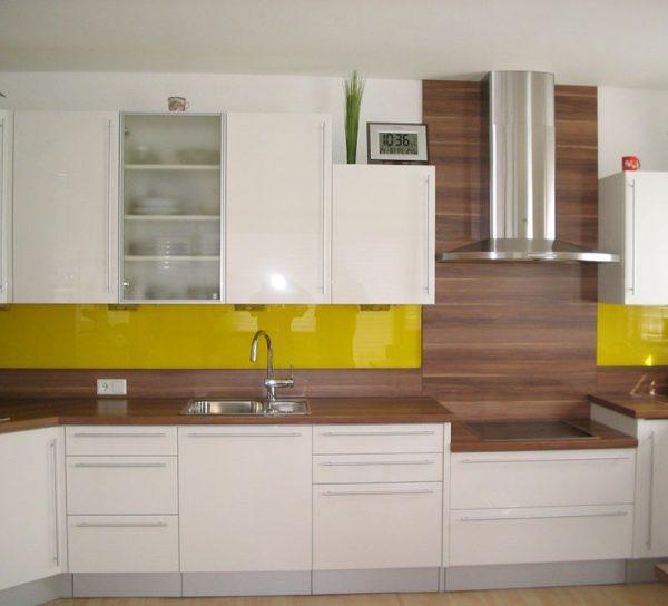 lackiert-glas-farbig-spritzschutz-kueche-gelb