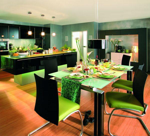 lackiert-glas-farbig-tisch-gruen