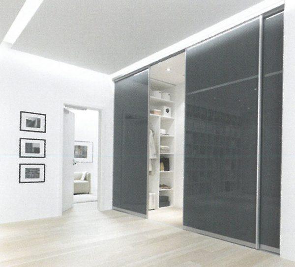 schrank-schranksystem-glas-gruen-schiebetuer-verstauen-kleiderschrank