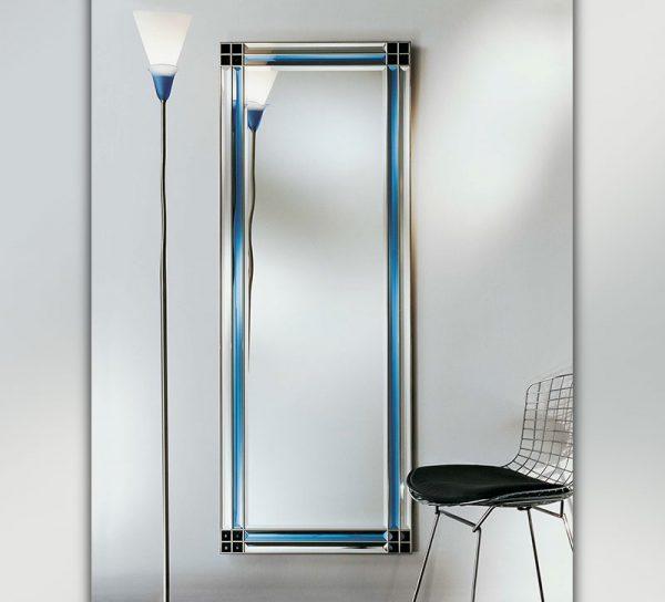 spiegel-glas-flur-wohnzimmer-blau-farbig-verzierung-ganzkoerper