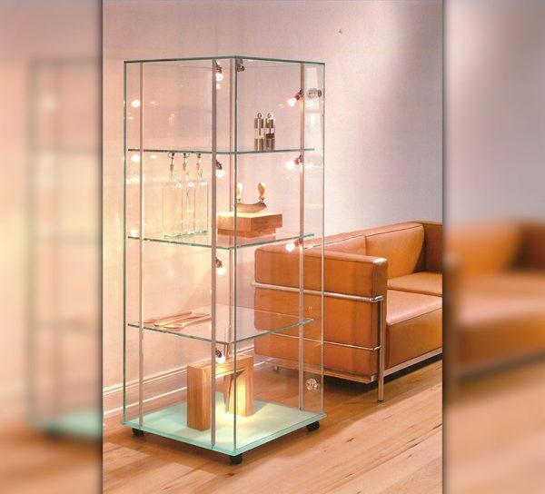 vitrine-glas-klar-standregal-licht-led-tuer-schloss