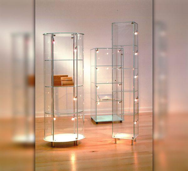 vitrine-glas-klar-standregal-licht-led-tuer-schloss-eckig-rund